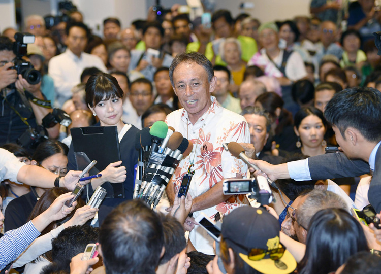 Denny Tamaki answers questions from reporters in Naha after winning the Okinawa gubernatorial race on Sept. 30.