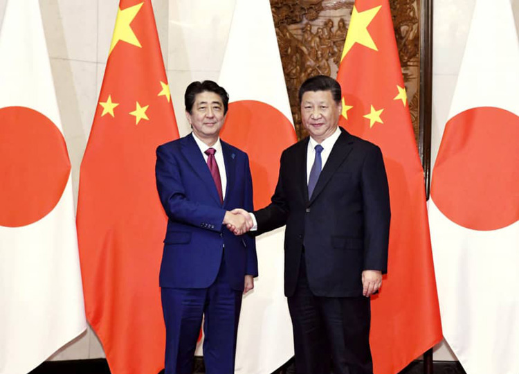 Prime Minister Shinzo Abe and Chinese President Xi Jinping shake hands at the Diaoyutai State Guesthouse in Beijing on Oct. 26.