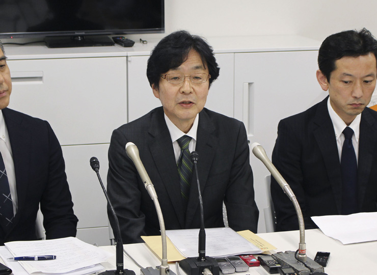 Seven Pay Co. President Tsuyoshi Kobayashi (center) speaks at a press conference in Tokyo on July 4.