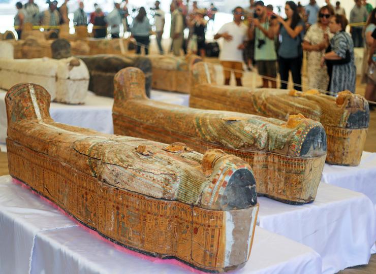 エジプトで古代のひつぎを複数発掘 同規模の発見はおよそ100年ぶり