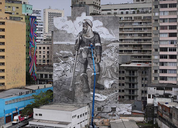 サンパウロに森林火災の灰で描いた壁画登場 環境問題への警鐘鳴らす