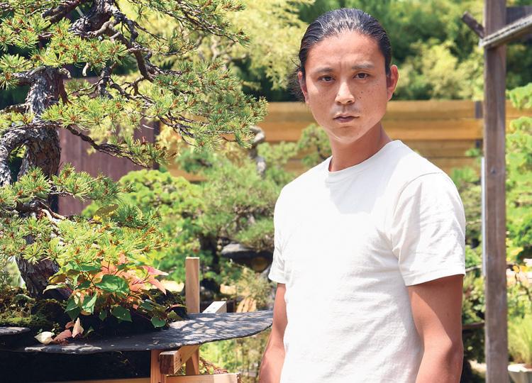 盆栽パフォーマー、平尾成志さん