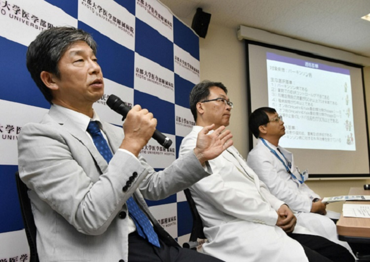 Kyoto University professor Jun Takahashi tells a news conference on July 30 that the university will begin clinical tests using induced pluripotent stem cells to treat Parkinson's disease.