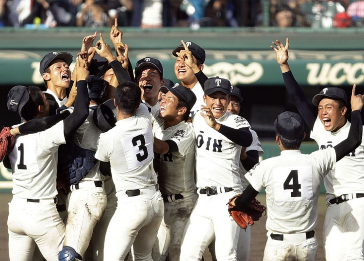 Osaka Toin players celebrate after winning the Koshien final in Nishinomiya, Hyogo Prefecture, on Aug. 21. KYODO