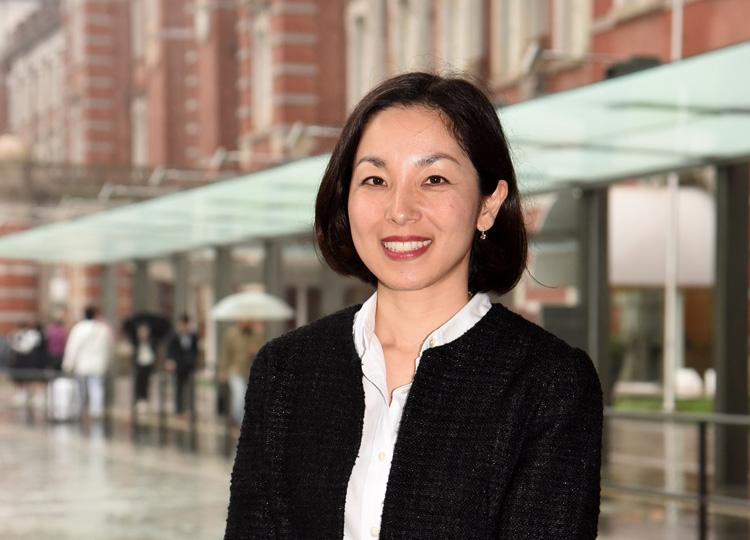 PwC税理士法人のマネージャー、志村亜希さん