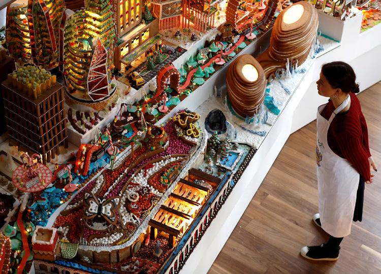 お菓子のミニチュア未来都市、ヴィクトリア&アルバート美術館で展示