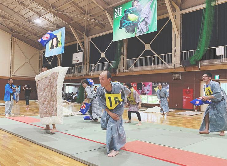 静岡県伊東市で枕投げ大会開催 優勝チームには9歳の少年も