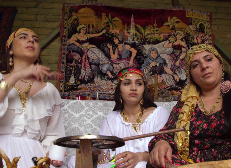 ルーマニアの魔女もデジタル世代に インターネットを通して遠方の顧客を獲得