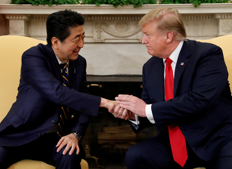 Prime Minister Shinzo Abe (left) shakes hands with U.S. President Donald Trump in the Oval Office of the White House in Washington, D.C., on April 26.