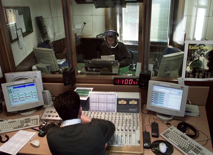 ラテン語のニュースは毎週5分放送される。