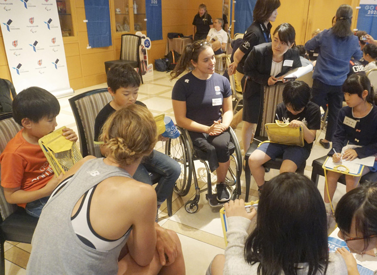 Elementary school children in Yokohama interact with members of Britain's paratriathlon team on May 17.