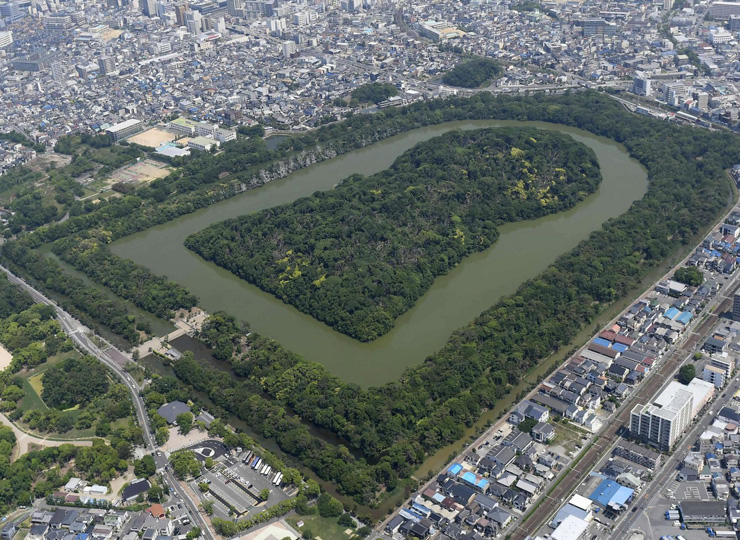 Japan's largest keyhole-shaped mound, named after Emperor Nintoku, part of the Mozu-Furuichi tumulus clusters in Osaka Prefecture.