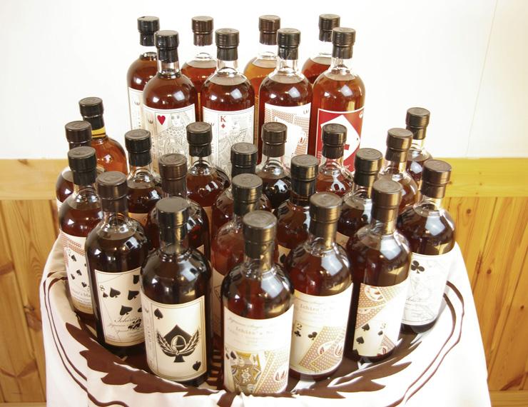 日本産のウィスキーとして最高額落札 トランプ柄の54本セット、香港で約1億円