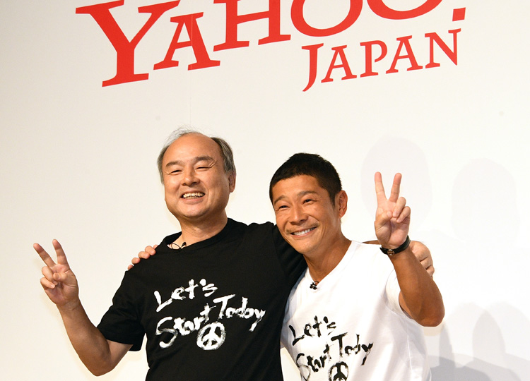 Zozo Inc. founder Yusaku Maezawa (right) and Masayoshi Son, chairman and chief executive officer of SoftBank Group Corp., pose for a photo in Tokyo on Sept. 12.