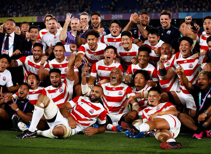 Japan's players pose for a group photo after winning their Rugby World Cup Pool A match against Scotland in Yokohama on Oct. 13.