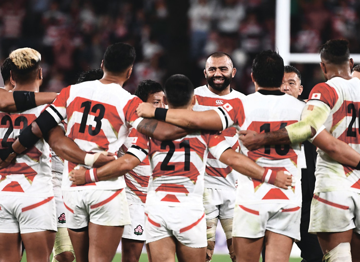Japan's captain, Michael Leitch (center), smiles at his teammates after they lost their Rugby World Cup quarterfinal match against South Africa at Tokyo Stadium on Oct. 20.