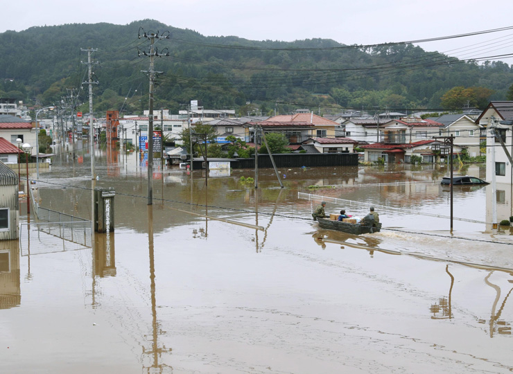 Self-Defense Forces personnel transport relief supplies in a boat in the town of Marumori, Miyagi Prefecture, on Oct. 14.