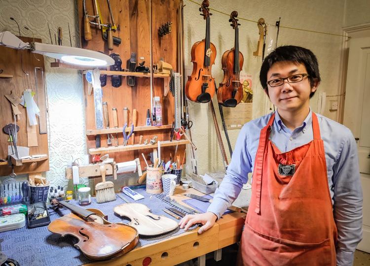 バイオリン製作者・修理士の齋藤陽秋さん