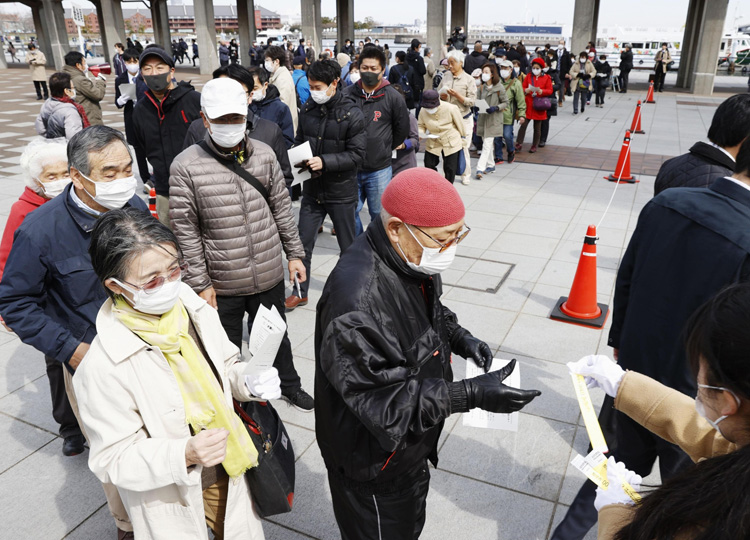 People line up in Yokohama on March 16 to attend the trial of Satoshi Uematsu, who admitted murdering 19 disabled people.