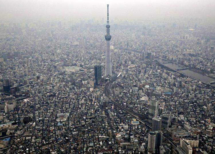 東京スカイツリーの頂上では地上よりも早く時間が過ぎると証明