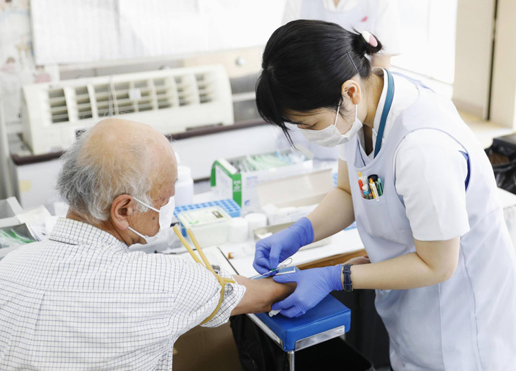 A man has a blood sample taken in Natori, Miyagi Prefecture, on June 1 as part of the health ministry's tests for COVID-19 antibodies.
