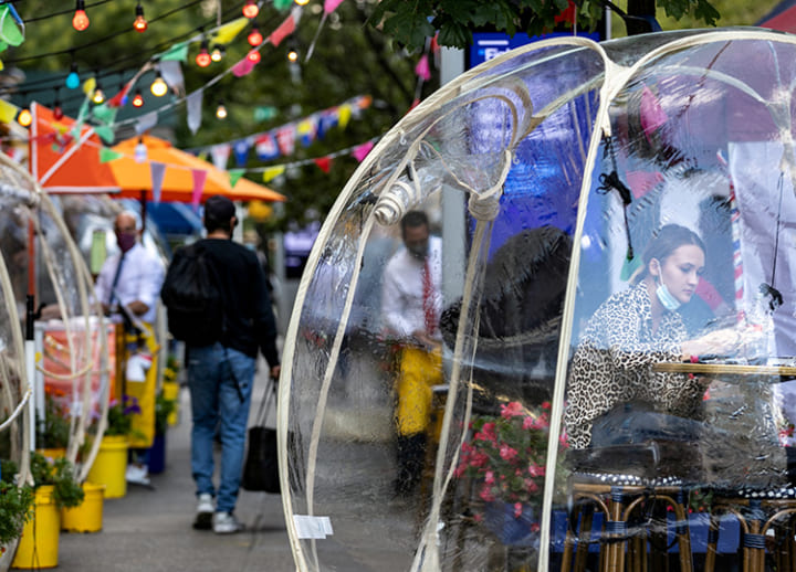 The New York trend that's catching people's eyes: eating out in plastic bubble tents