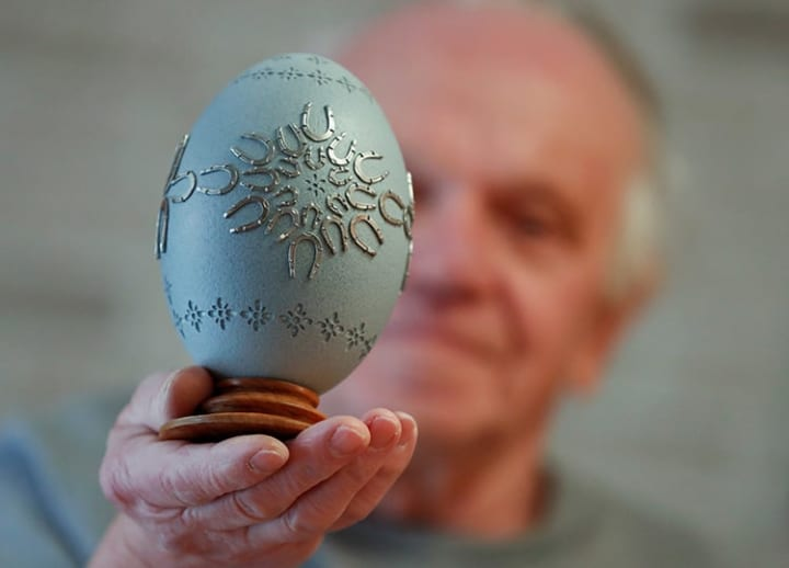 Horseshoes on Easter eggs: An old Hungarian tradition is kept alive by artisans