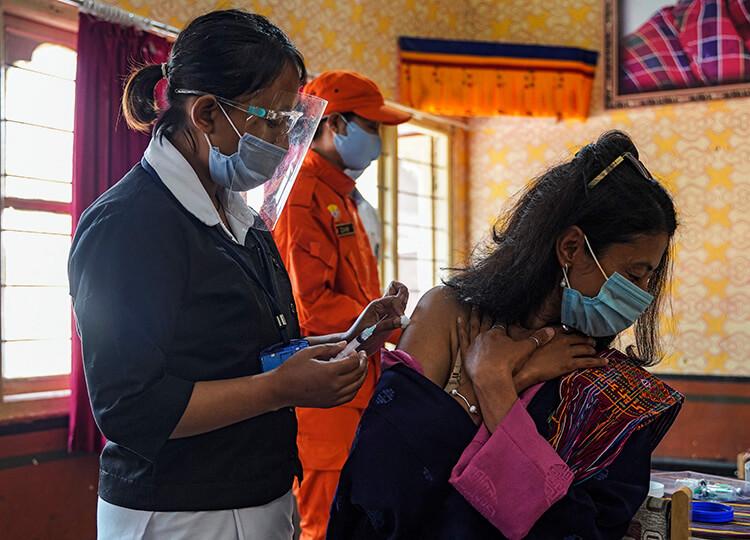 ブータンのワクチン接種 16日間で成人の93%に 異例の速さ