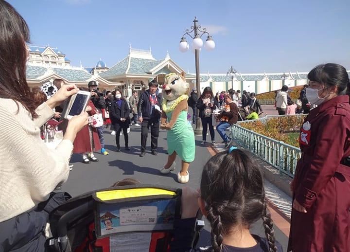 Tokyo Disneyland operator sees 1st annual loss due to coronavirus pandemic