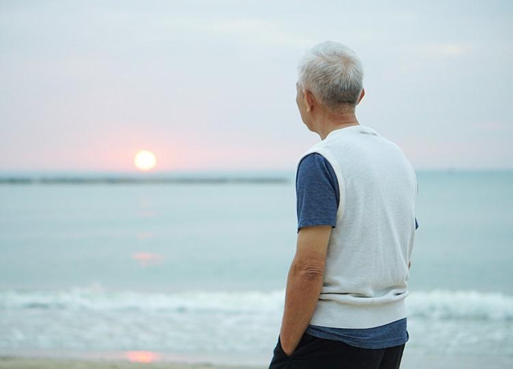 「親しい友人なし」と答えた高齢者が3割 4ヵ国調査で日本が最大
