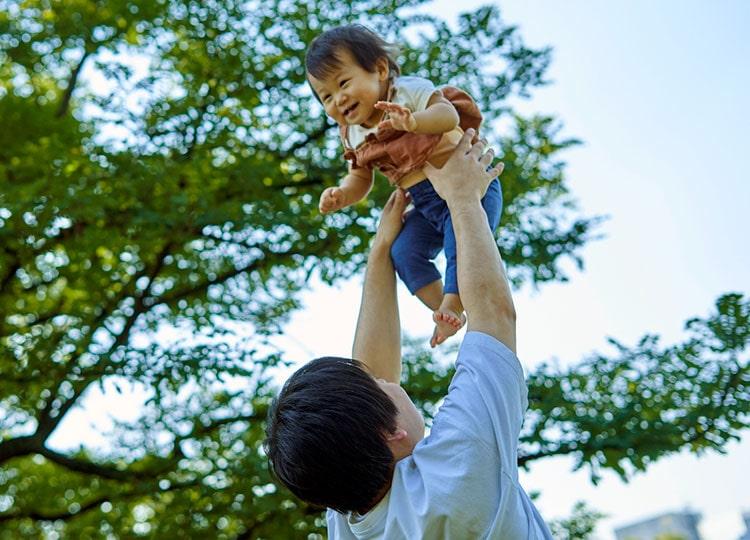 日本は父親の育休の長さで先進国1位 ユニセフ報告書