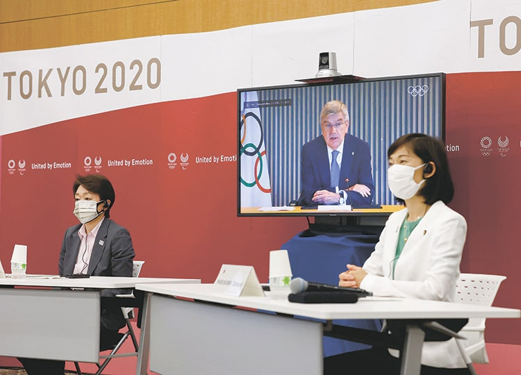 Tokyo 2020 President Seiko Hashimoto (left), IOC President Thomas Bach and Tamayo Marukawa, minister for the Tokyo Olympic and Paralympic Games, take part in a five-party meeting in Tokyo on June 21.