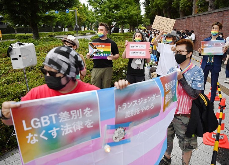 Protesters gather in front of the Liberal Democratic Party's headquarters in Tokyo's Nagatacho district on May 30.
