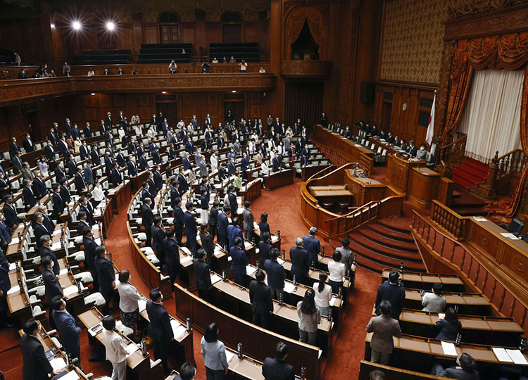 The bill to revise the national referendum law is approved June 11 at the Upper House plenary session.
