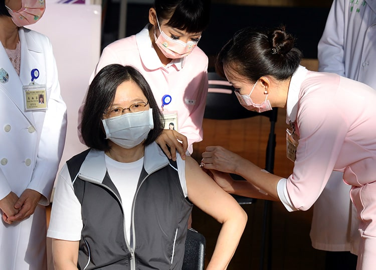 A nurse administers a dose of the Medigen Vaccine Biologics Corp. COVID-19 vaccine to Taiwanese President Tsai Ing-wen at National Taiwan University Hospital in Taipei on Aug. 23.