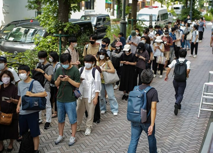 Shibuya youth vaccine site overwhelmed on 1st day; queues began forming overnight